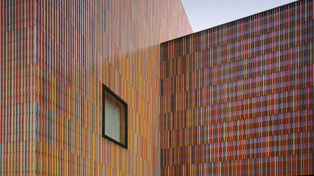Bunte Außenfassade des Museum Brandhorst