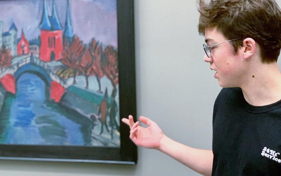Ein Schüler stellt ein Bild vor