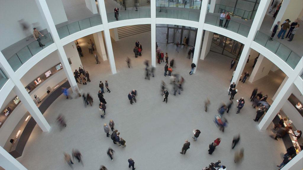 Blick in die Rotunde der Pinakothek der Moderne